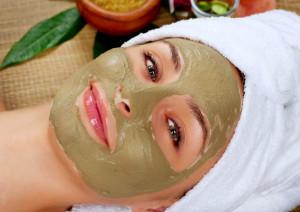 Gesichtsmaske bei Akne